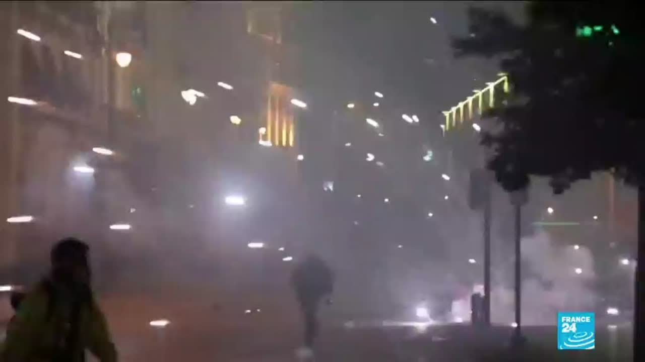 Lebanon violent weekend of clashes sees tear gas and aggression in Beirut